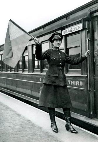 Railwaywoman-large (17)